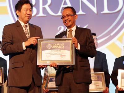IM2 Kembali Raih Penghargaan Top Brand Award 2016