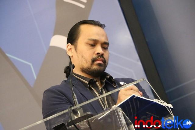 Moderator diskusi Indonesia LTE Community Chief Editor IndoTelko Bapak Doni Ismanto Darwin