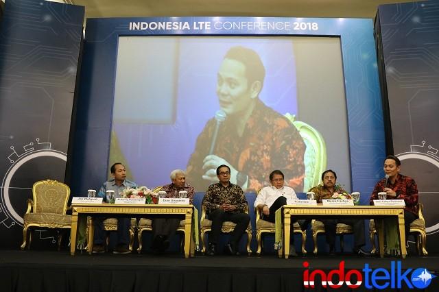VP Next Generation Network PT Telkomsel Bapak Ivan Cahya Permana saat memberikan pertanyaan kepada Menteri Komunikasi dan Informatika Bapak Rudiantara