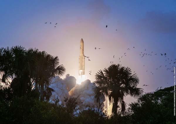 Roket Ariane 5 luncurkan satelit T-16 dan Eutelsat 7C