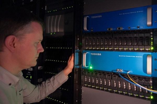 Menteri Johnny ingin OTT bangun data center di Indonesia