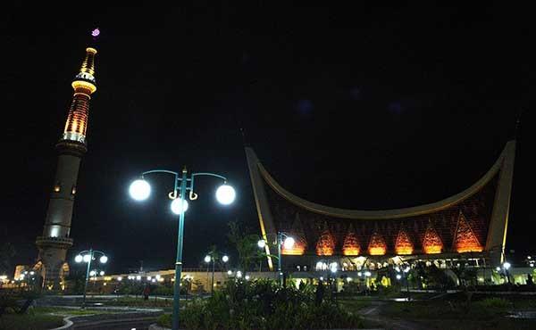 Signify dukung pencahayaan Masjid Raya Padang