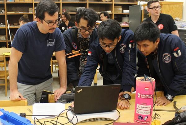 Telkomsat dukung Tim Ararkula Telkom University di kompetisi CanSat