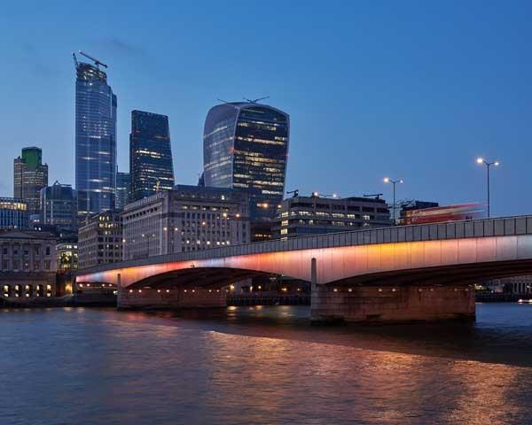 Signify akan menerangi 15 jembatan yang melintasi sungai Thames