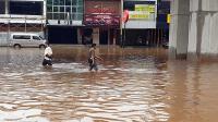 Layanan seluler sempat terganggu karena banjir di Jabodetabek