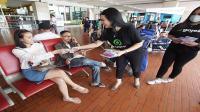 Cegah Corona, Gojek bagikan masker gratis di Bandara Soetta
