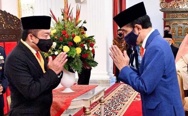 Bos Telkom dianugerahi Bintang Jasa Nararya