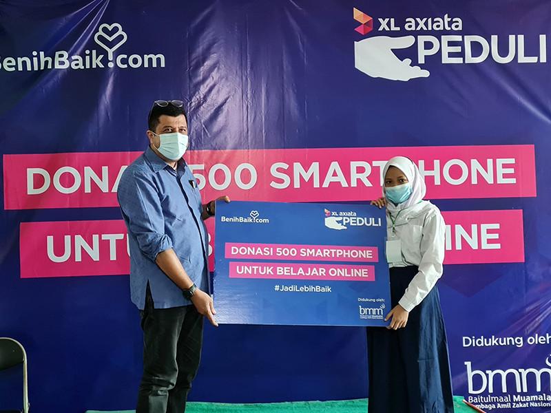 XL donasikan smartphone kepada pelajar tak mampu