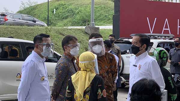 Presiden Jokowi kunjungi sentra vaksinasi Indonesia Bangkit