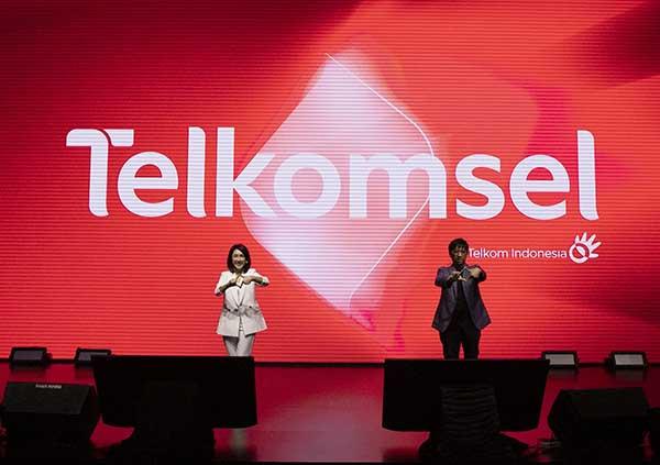 Usia 26 tahun, Telkomsel ganti logo