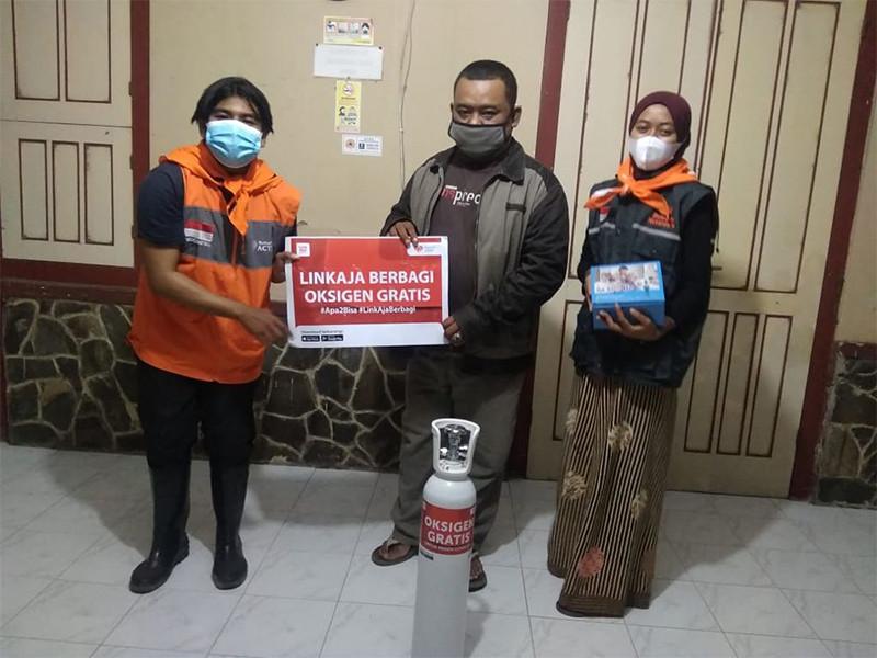 Bersama Rumah Zakat, LinkAja serahkan bantuan oksigen