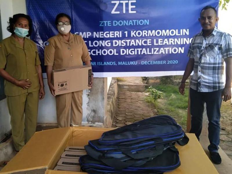 ZTE salurkan bantuan kepada SMPN 1 Kormomolin