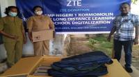 <div>ZTE salurkan bantuan kepada SMPN 1 Kormomolin</div>