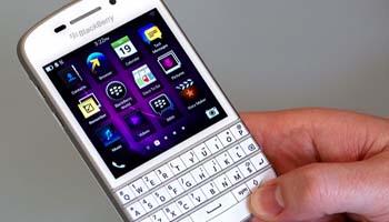 Adu Cerdik Tawarkan BlackBerry Q10