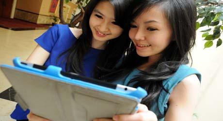 Postcard & Tag Goyang Media Sosial di Indonesia
