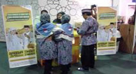 Indosat Sebar Kartu Perdana di Embarkasi Haji